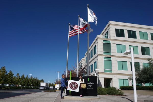苹果公司总部位于加州Cupertino市Infinite Loop路1号